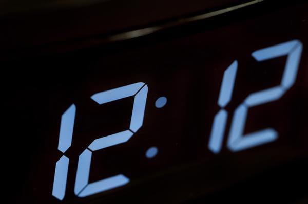 Время 11:11 12:12 21:21